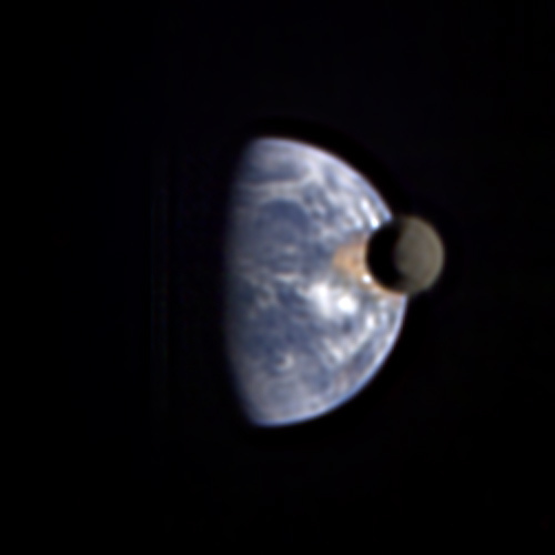 The Moon transiting Earth, as seen from Deep Impact