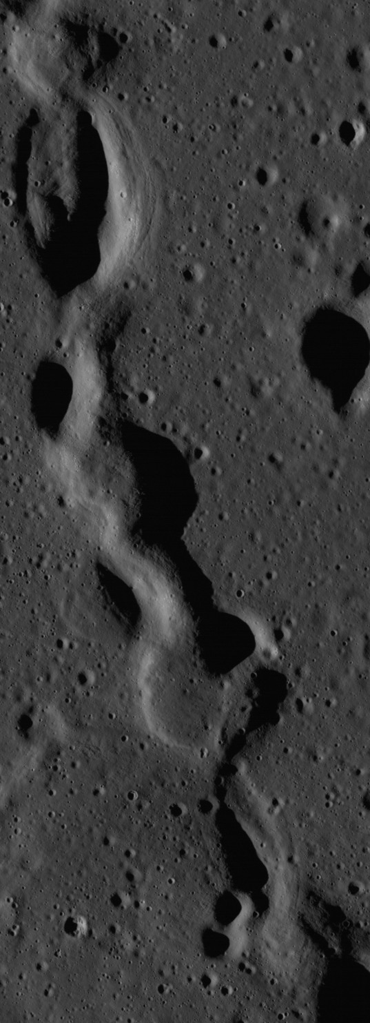 Discontinuous rille on the Moon (full resolution from LROC)