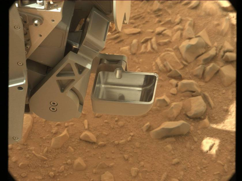 Curiosity's soil scoop, ready for action (sol 51)