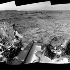 Curiosity sol 102 panorama: on the edge of Glenelg