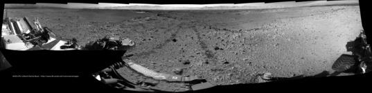 Poised between valleys, Curiosity sol 563