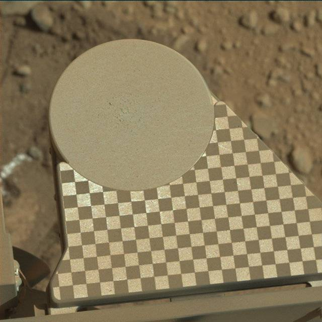 Curiosity's observation tray, sol 571