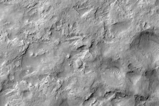 HiRISE view of Curiosity near Dingo Gap, sol 538