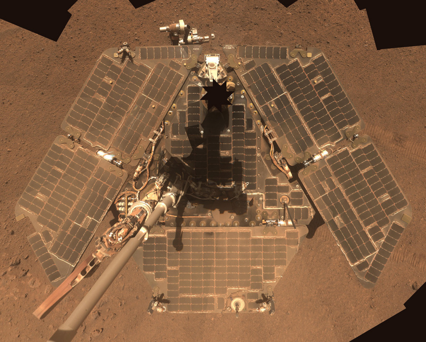 Before & after: Opportunity's deck gets cleaned on Endeavour's rim
