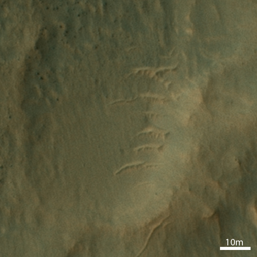 Sand ripples near Curiosity's sol 668 position as seen from orbit