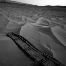 Tracks in and out of a dune, Curiosity sol 674