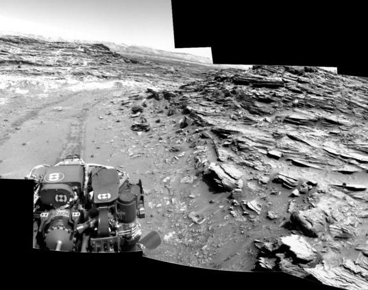 Marias Pass and Mount Sharp, Curiosity sol 1066