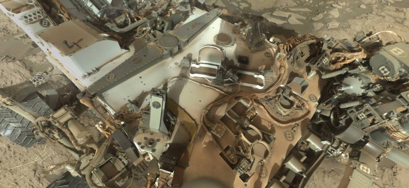 Curiosity's dirty deck, sol 1197