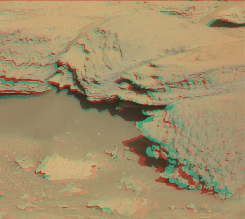 Wind-eroded rock atop the Naukluft Plateau, Curiosity sol 1301