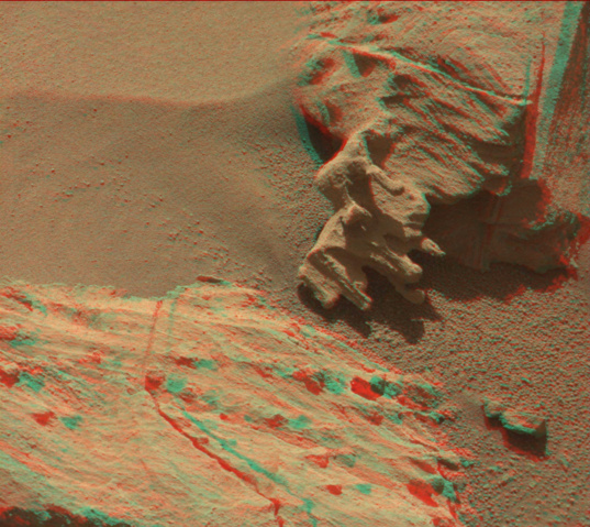 Strangely eroded rock atop the Naukluft Plateau, Curiosity sol 1305 (3D)