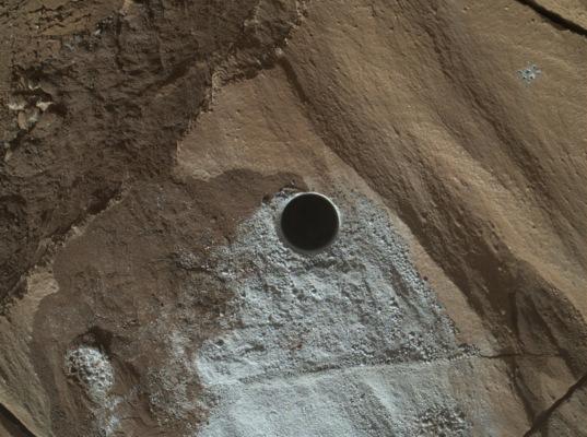 Lubango, Curiosity sol 1321 (April 24, 2016)