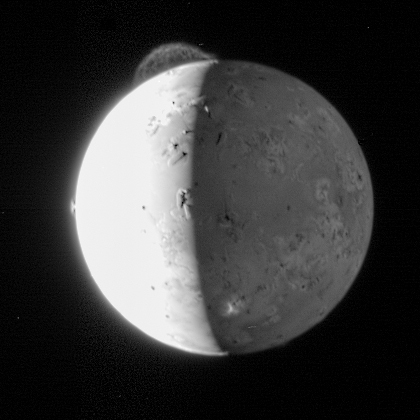 Multiple plumes on Io