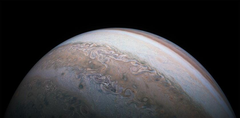Juno perijove 14 wide view