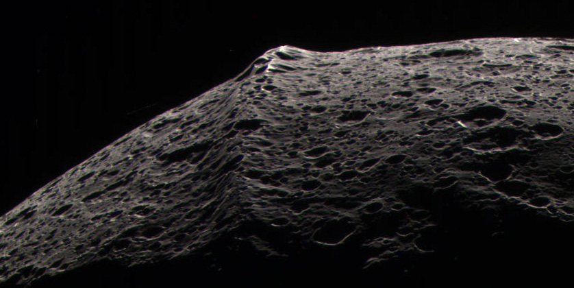 Iapetus' belly band