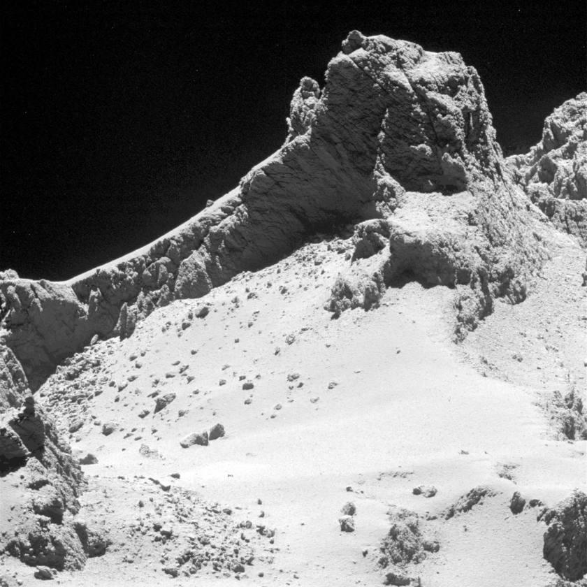 Before & after: Fractures in shadowed Churyumov-Gerasimenko cliffs