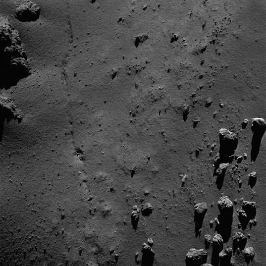 Closeup on a comet's fracture