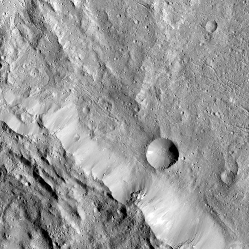 Axomama Crater and surroundings