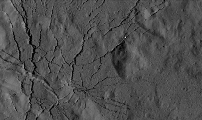 Web of canyons on Ceres