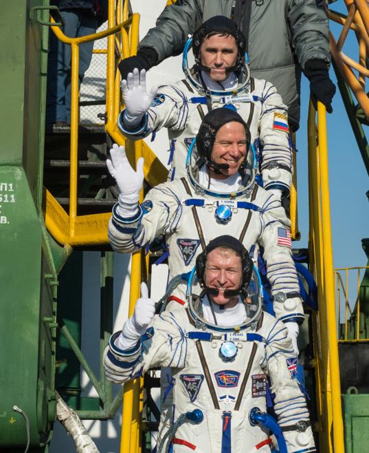 Expedition 46 crew boards Soyuz