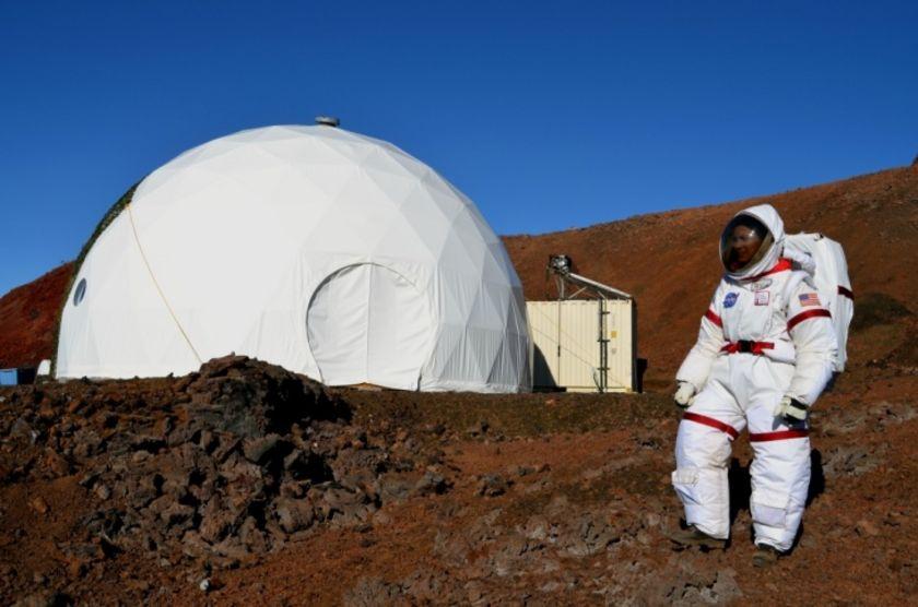 Hi-SEAS astronaut