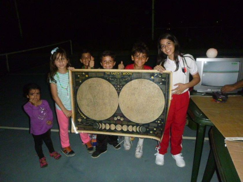 Kids learning about the Moon at an event in Venezuela
