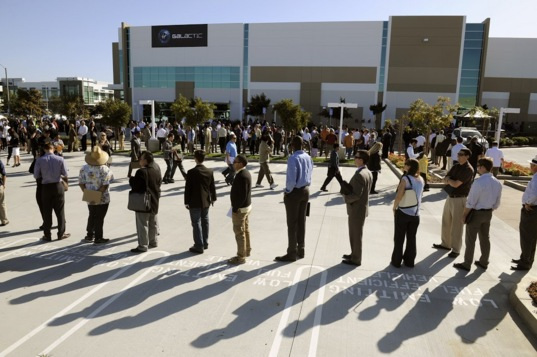 6,000 job seekers line up at new Virgin Galactic facility in Long Beach, California