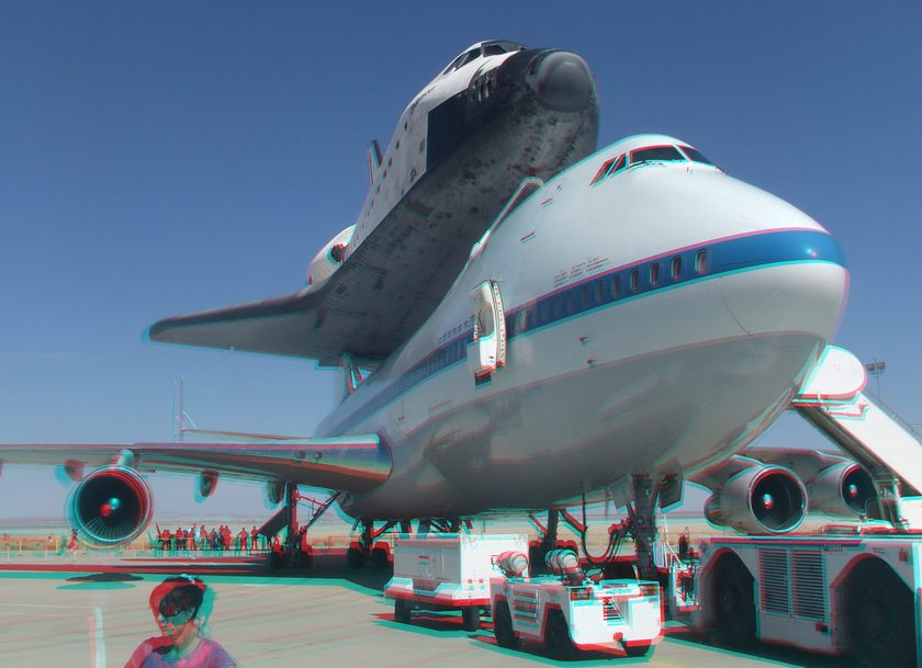 3D Anaglyph of Space Shuttle Endeavour at Edwards Air Force Base, September 20, 2012 (#5699)