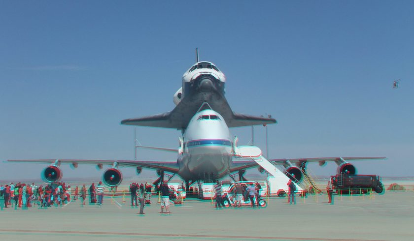 3D Anaglyph of Space Shuttle Endeavour at Edwards Air Force Base, September 20, 2012 (#5702)