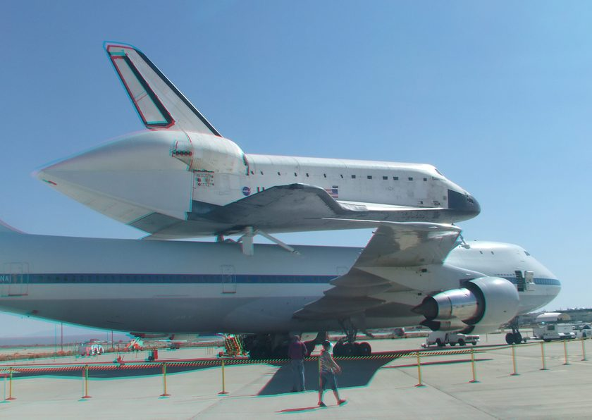 3D Anaglyph of Space Shuttle Endeavour at Edwards Air Force Base, September 20, 2012 (#5727)