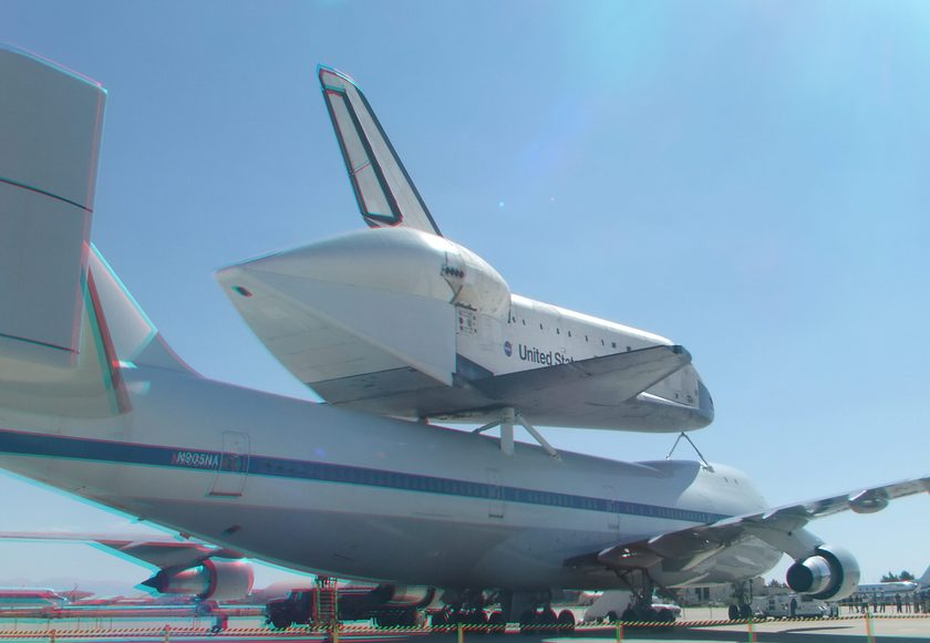 3D Anaglyph of Space Shuttle Endeavour at Edwards Air Force Base, September 20, 2012 (#5729)