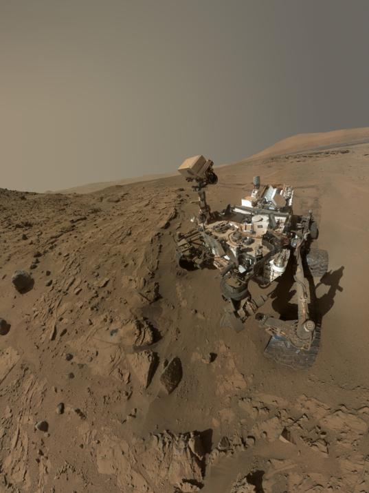 Curiosity self-portrait, looking at Windjana, sol 613 (official version)