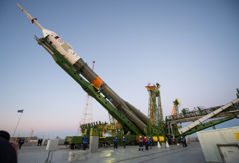 Soyuz TMA-15M goes vertical