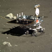 Yutu begins circumnavigating the lander, December 16, 2013