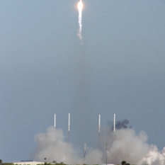 Falcon 9 launches, December 8, 2010