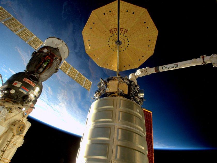 Cygnus OA-4 and Soyuz TMA-19M