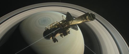 Cassini over Saturn's northern hemisphere