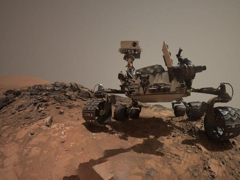 Curiosity rover selfie at Mount Sharp