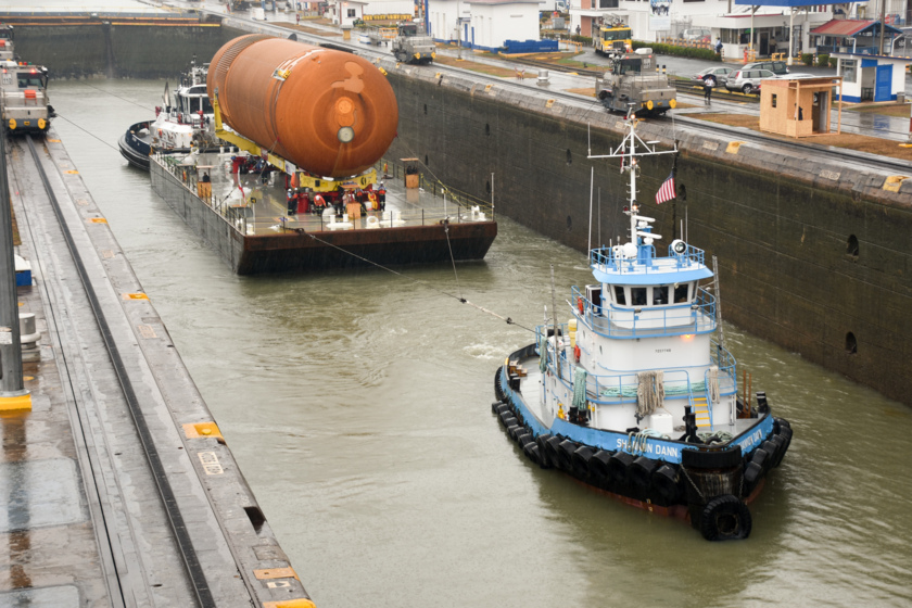 ET-94 in the Miraflores Locks