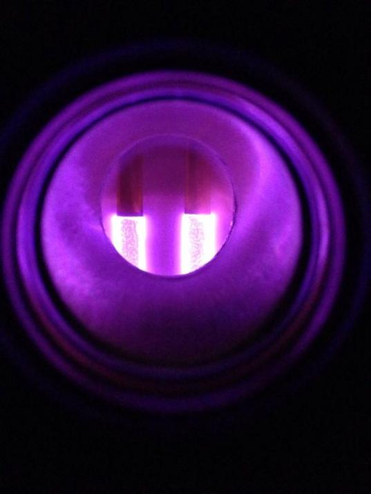 Plasma used to generate tholin from a mixture of N2 and CH4 gases