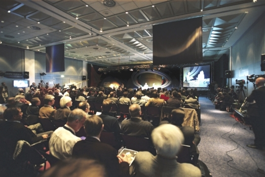 Media gathered at ESOC for the landing of Huygens, January 14, 2005