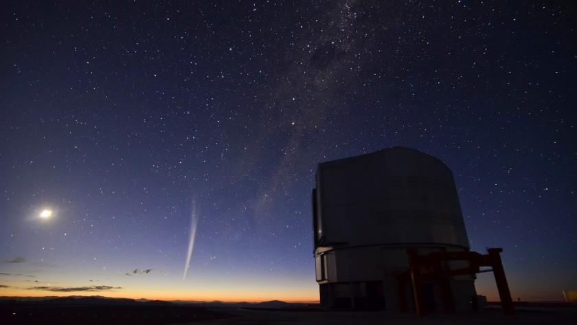 Comet Lovejoy over Paranal