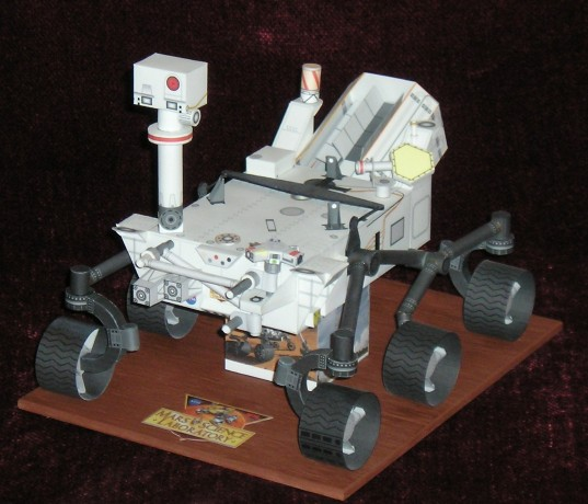 Paper model of Curiosity rover