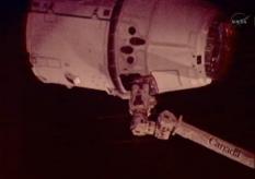 Dragon grappled by Canadarm 2