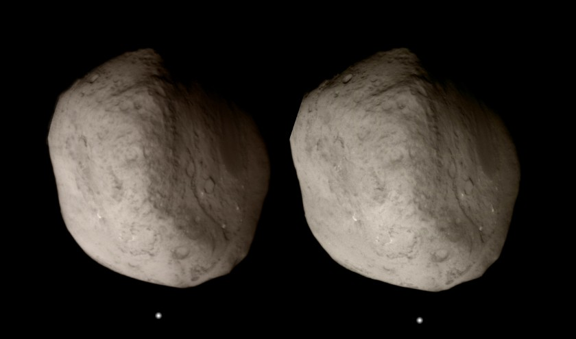 Crossed-eye stereo view of Tempel 1 from Stardust