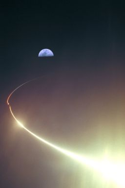 Lunar Prospector Launches