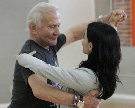 Buzz Aldrin rehearsing in 'Dancing with the Stars'