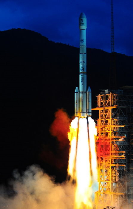 Chang'E 2 launches