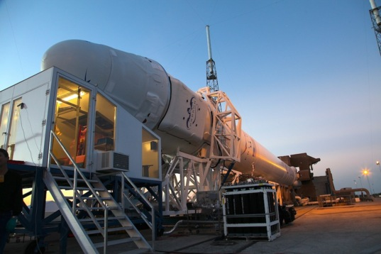Dragon receives last-minute cargo