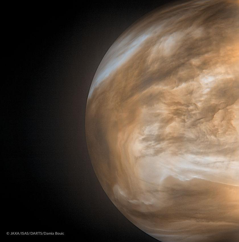Venus' nightside glow