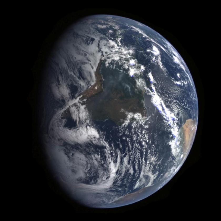 MESSENGER views Earth